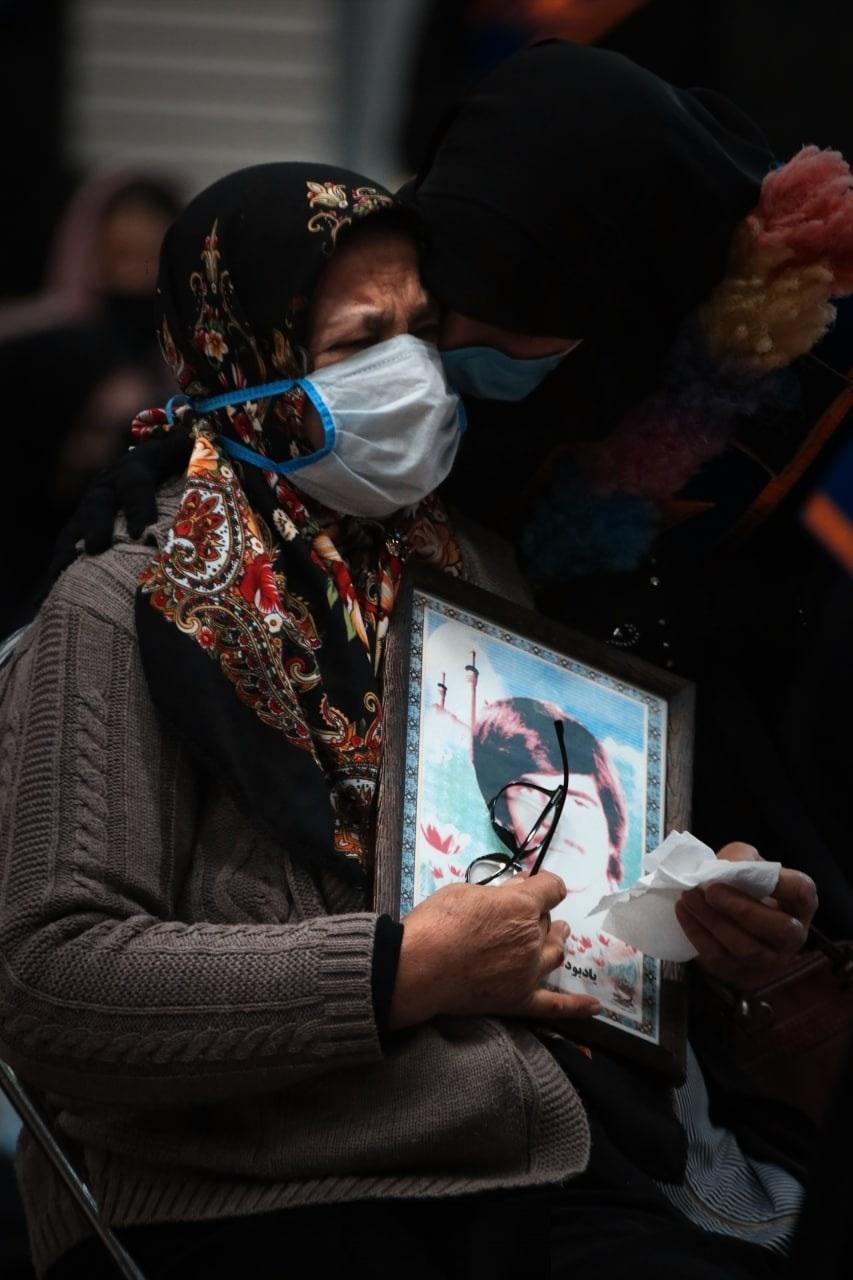 حضور مادر شهید مفقود الاثر نبی الله ترکجزی در مراسم استقبال از خانواده شهید غلامحسن صابری